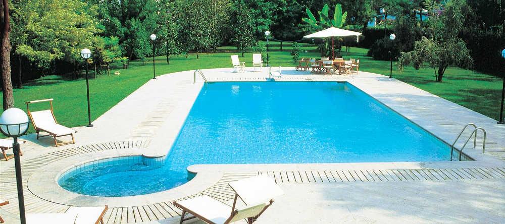I migliori preventivi per piscine a salerno online con hablee - Piscina fuori terra in pendenza ...